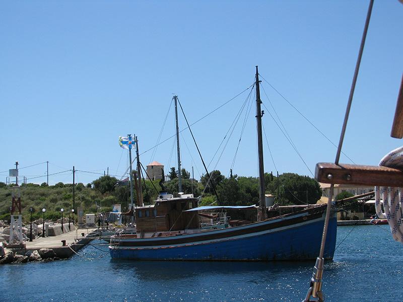 Paatti Kastoksen satamassa
