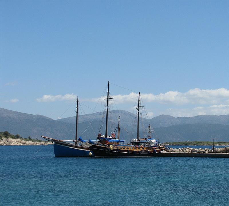 Veneet Kostoksen satamassa