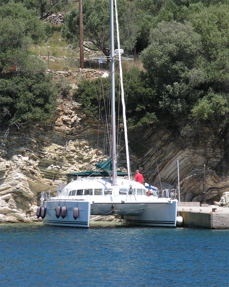 ... niin ovat monet meistä lokkeja jotka ei ole mitään ilman valkeaa laivaa, sen turvaa sen tahtoa, varmuutta ylitse mainingin...