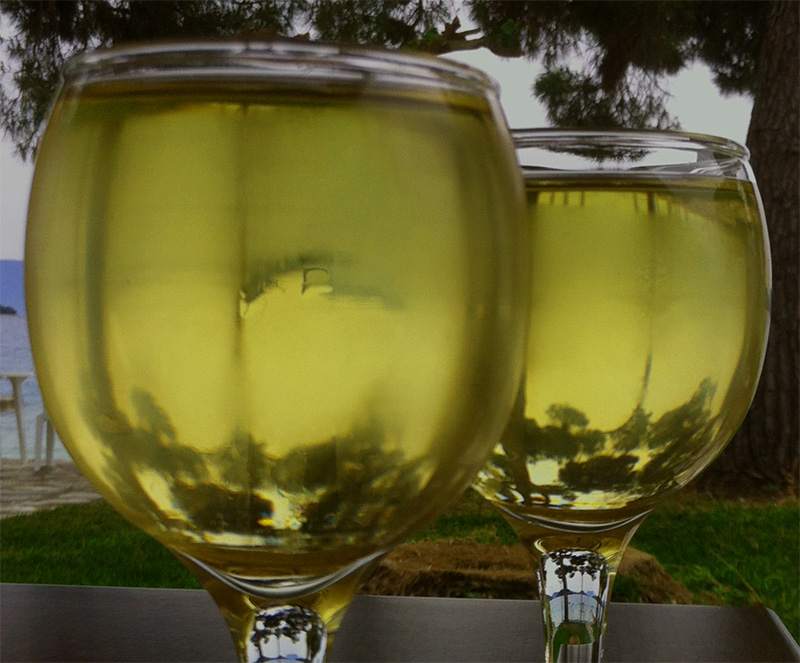 Viiniä terassilla
